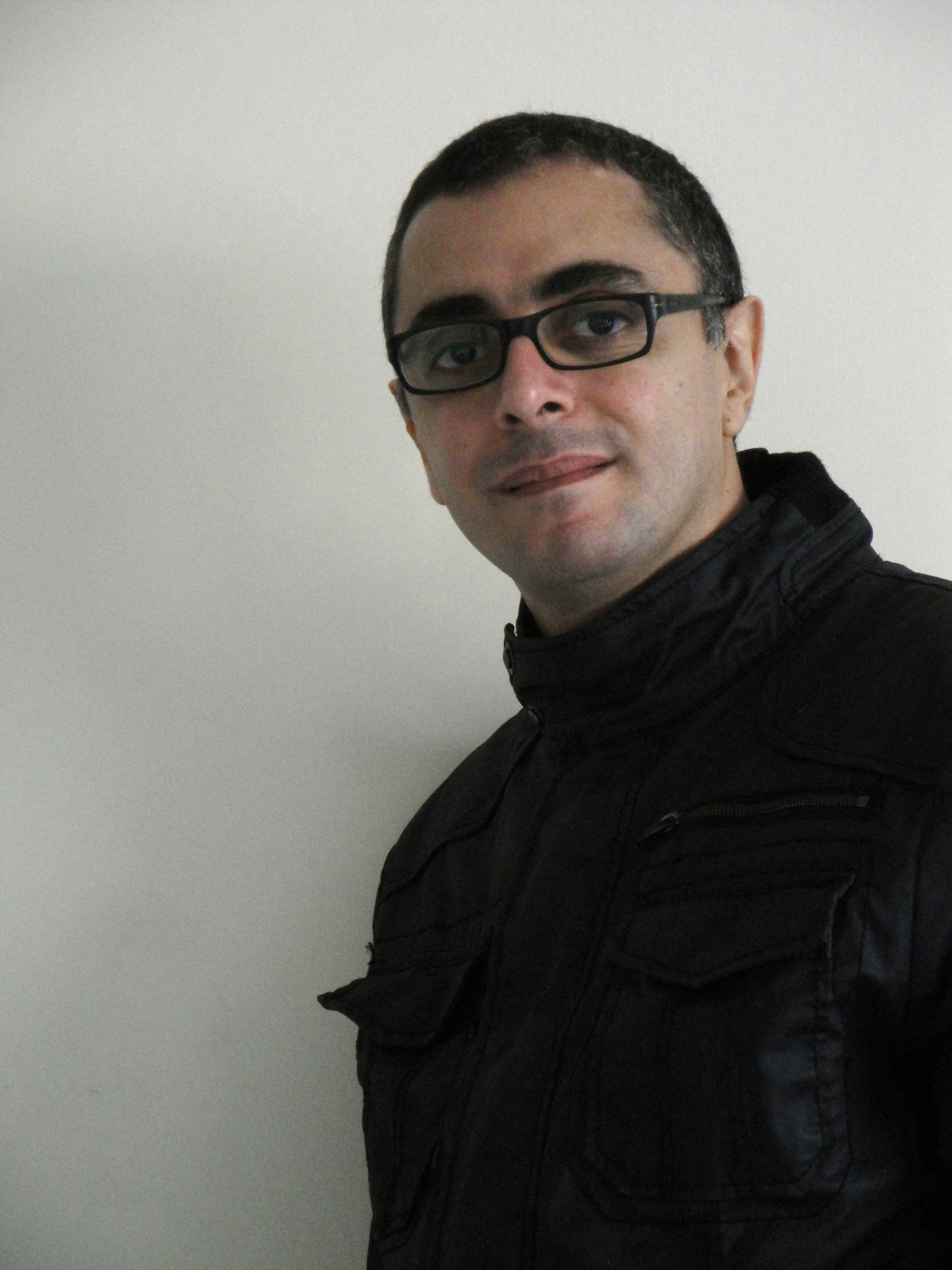 Photo portrait of the Lebanese artist Ricardo Mbarkho, 2011.